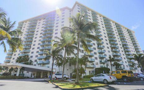 Sunny Isle Apartment